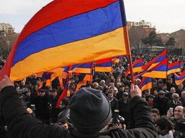 Уроки не впрок: в Армении началась  бархатная революция