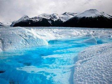 Во льдах Арктики нашли загадочные воронки: ученые теряются в догадках