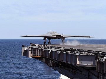 Новейший авианосец США не может начать службу из-за поломок