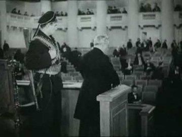 Что на самом деле сказал Матрос Железняк,  закрывая  Учредительное собрание
