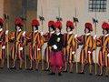 Почему Ватикан набирает в гвардию исключительно швейцарцев