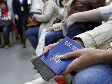 Премьер Украины назвал бегущих от нищеты соотечественников  путешественниками
