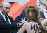 Путин оценил достоинства Femen, но не разглядел шатенки они или брюнетки
