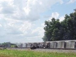 В Америке перевернулся поезд с опасными химикатами