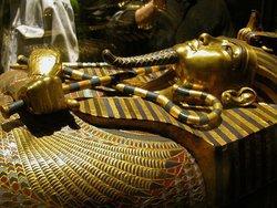 Власти Египта решили вернуть сокровища Тутанхамона обратно к пирамидам