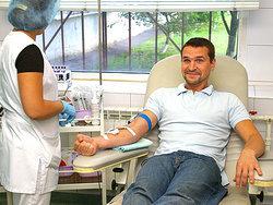 Медведев утвердил правила ведения базы данных для донорства крови