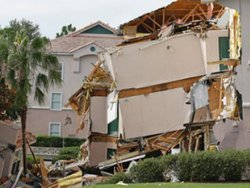 В штате Флорида под землю провалилась минигостиница