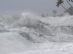 На Гонконг обрушился тайфун  Ютор , недавно бушевавший на Филиппинах