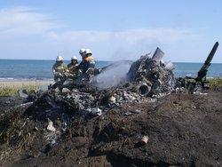 Сегодня на берегу Охотского моря спасатели обнаружили сгоревший вертолет