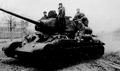 Две недели круговой обороны в застрявшем в болоте танке